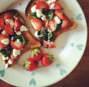 Feta, Strawberry, And Spinach Toast: Low-FODMAP Recipe